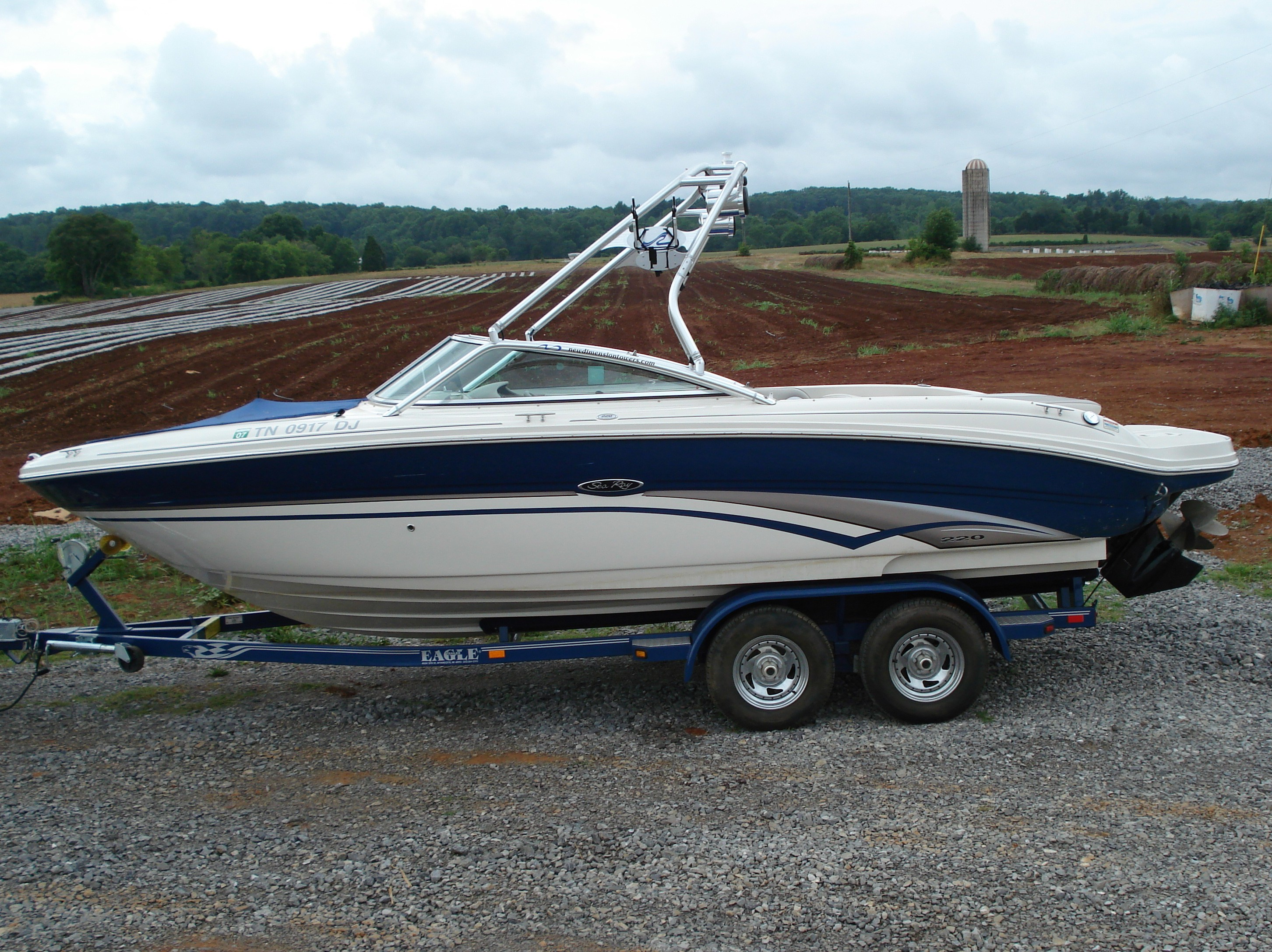 main image of 02 - 03 sea ray 220 bowrider with new dimension tower