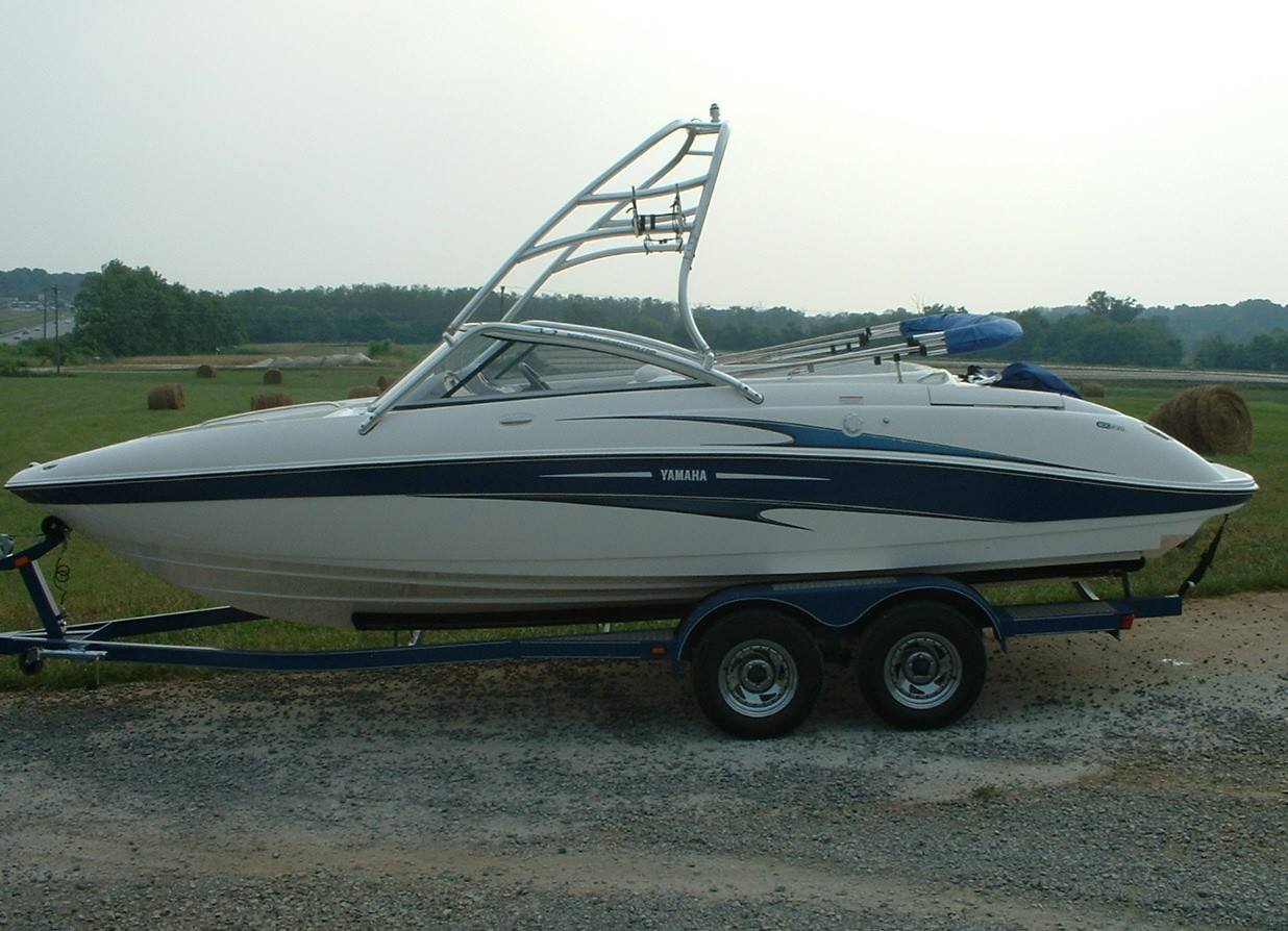 main image of 03 - 05 yamaha sx230 boat with new dimension towers wakeboard tower