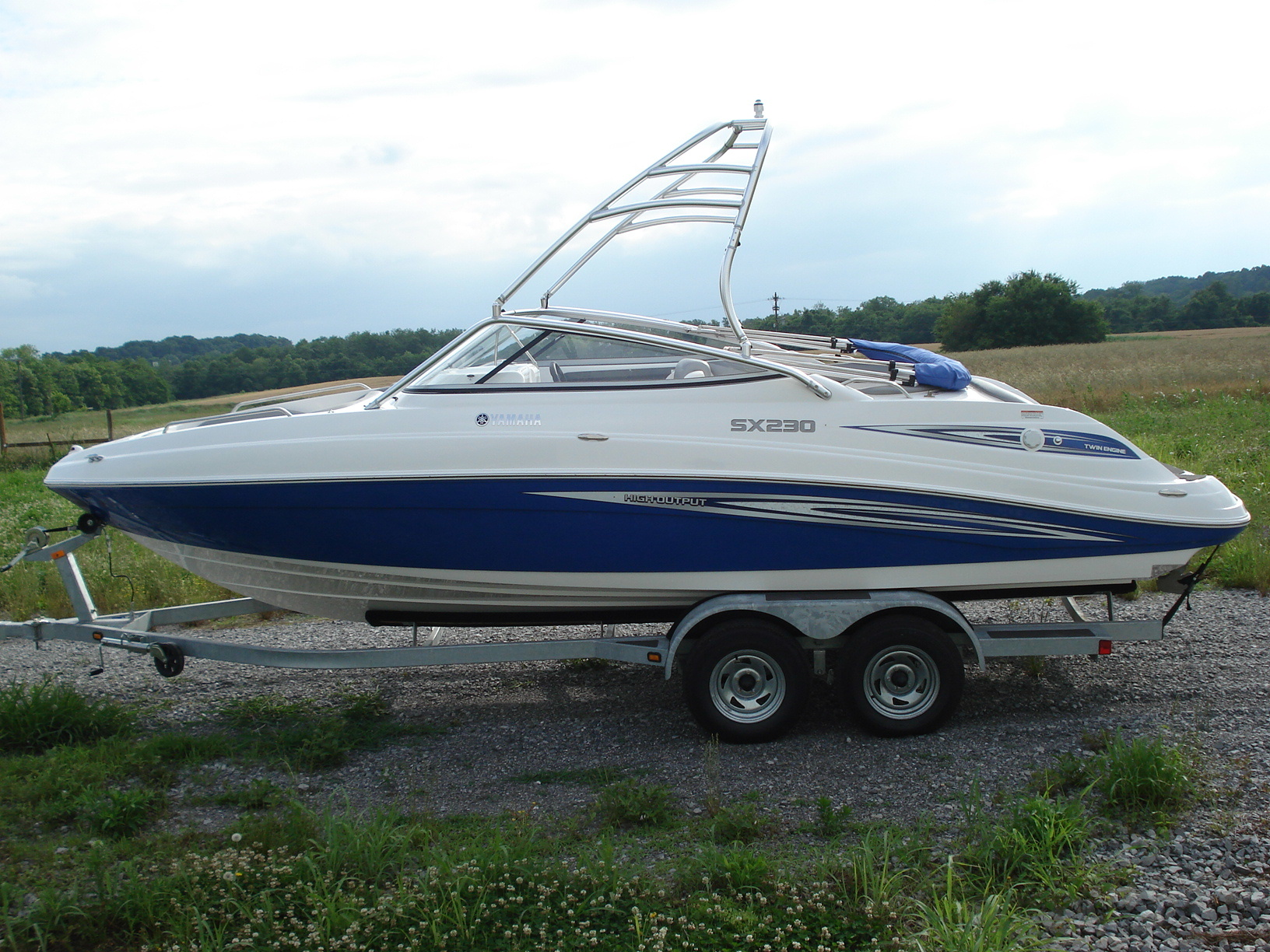 main image of 07 - 09 yamaha sx230 boat with new dimension towers wakeboard tower