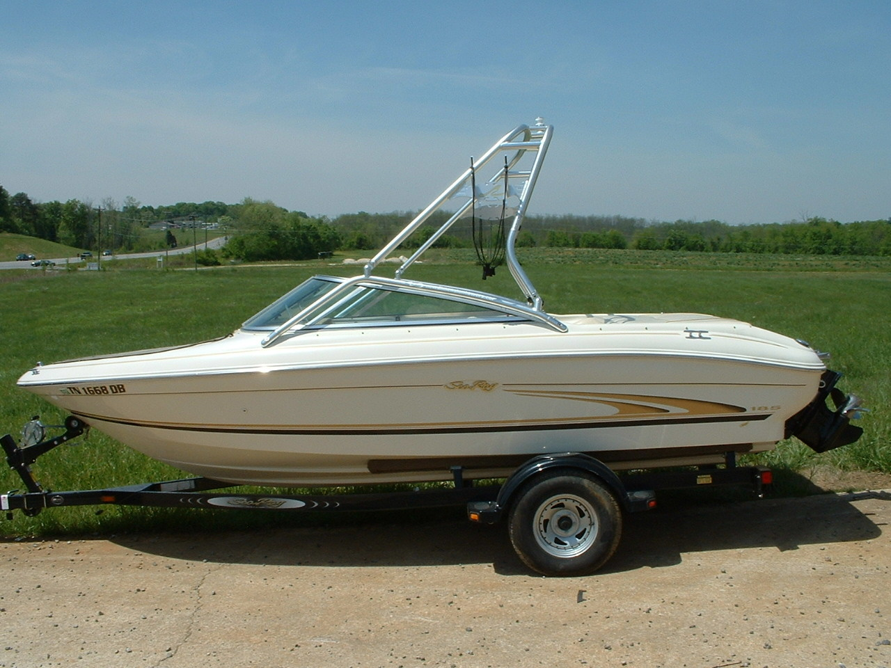 main image of 00 sea ray 185 bowrider with new dimension towers wakeboard tower