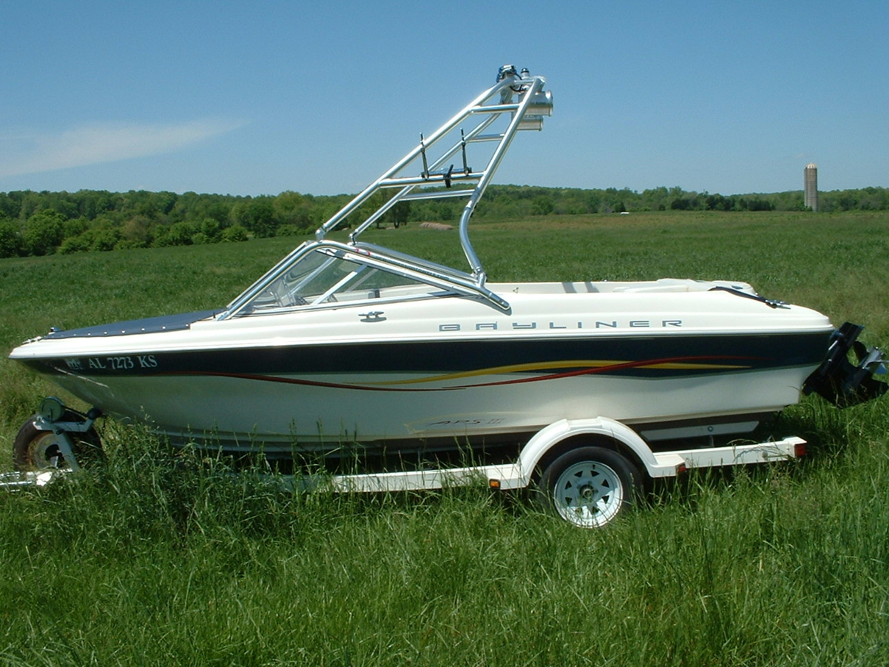 Main image for 2001 bayliner capri 185 wakeboard boat with new dimension tower