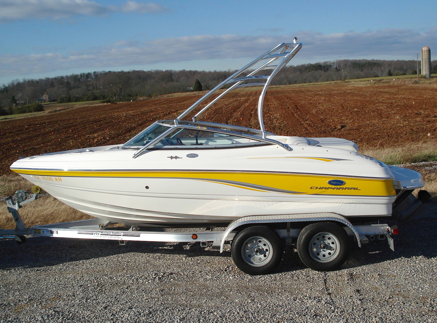 main image of 05 chaparral 190 ssi wakeboard boat with new dimension tower rack