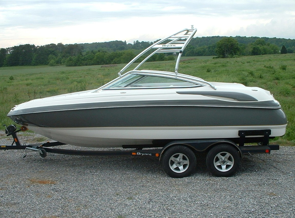 main image for 2006 bryant 206 wakeboard boat with new dimension towers tower