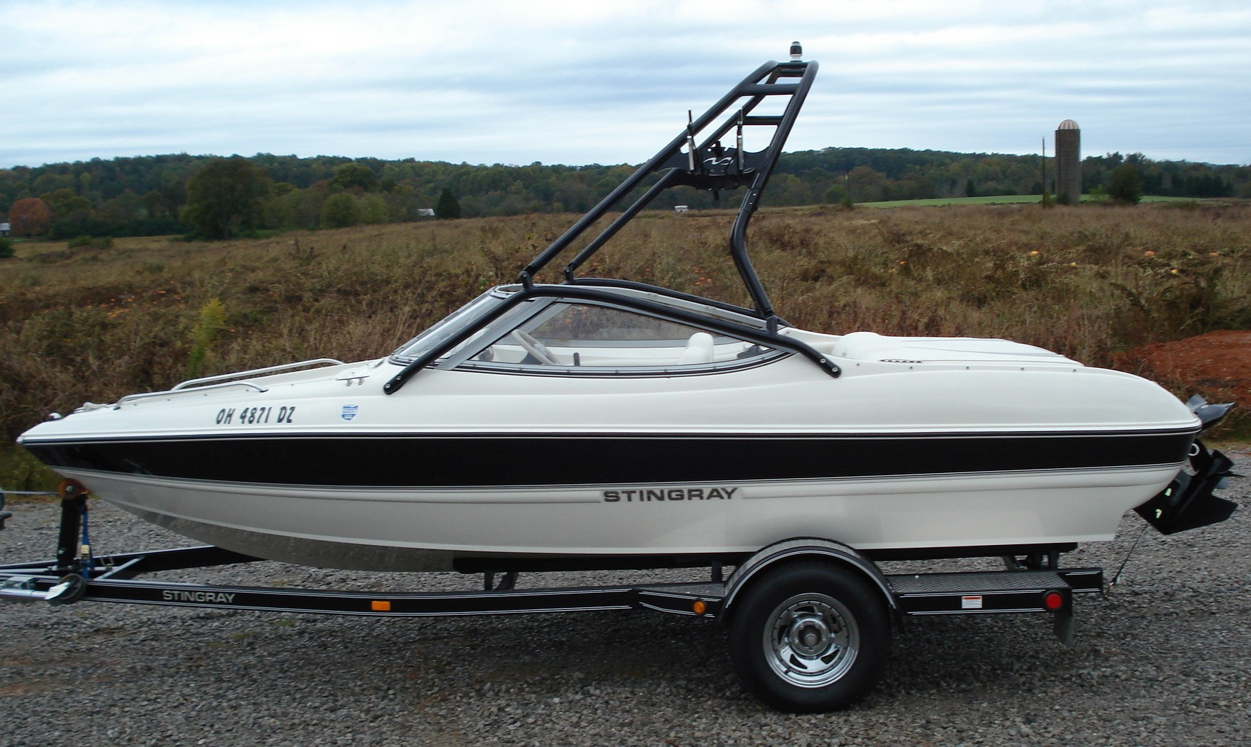 main image of 2006 stingray 185 lx with new dimension towers wakeboard tower