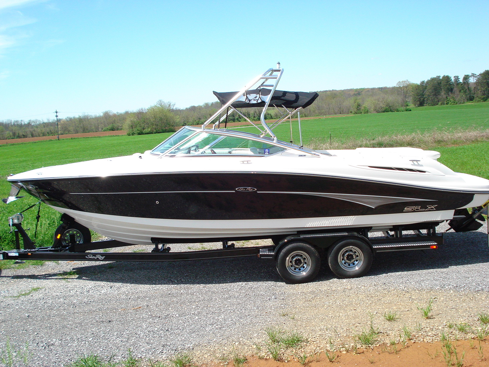 main image of 07 sea ray 270 sport with new dimension tower