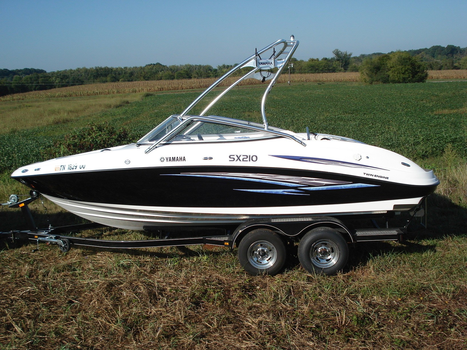 main image of 07 yamaha sx210 with new dimension towers wakeboard tower