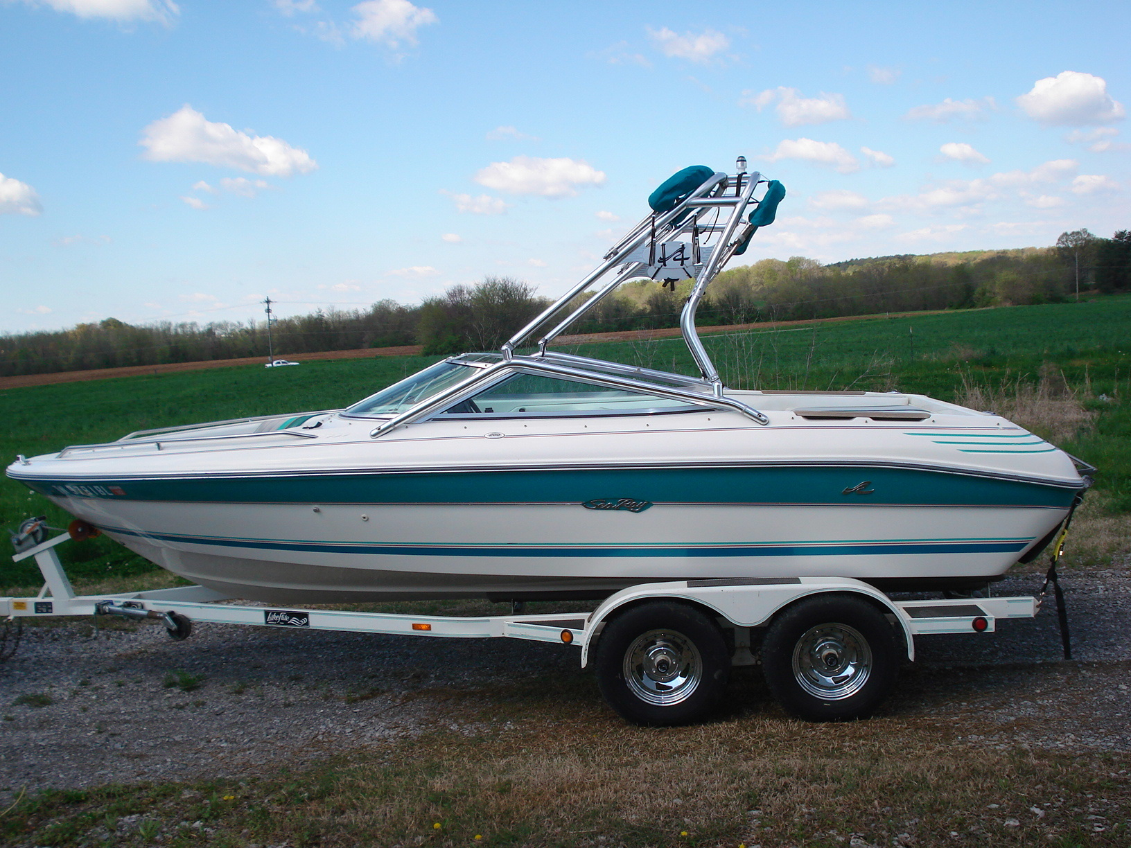 main image of 92 - 93 sea ray 200 with new dimension wakeboard tower
