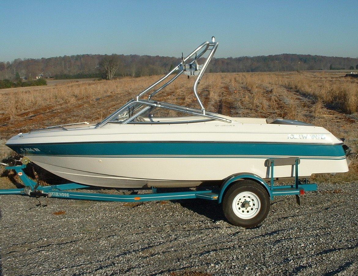 main view of 1996 four winns 190 horizon with wakeboard tower